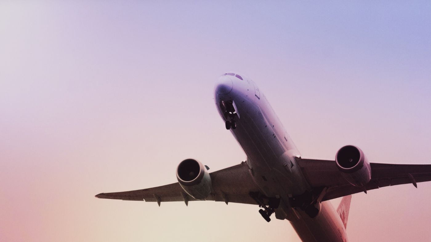Which airport is closest to Cortona?